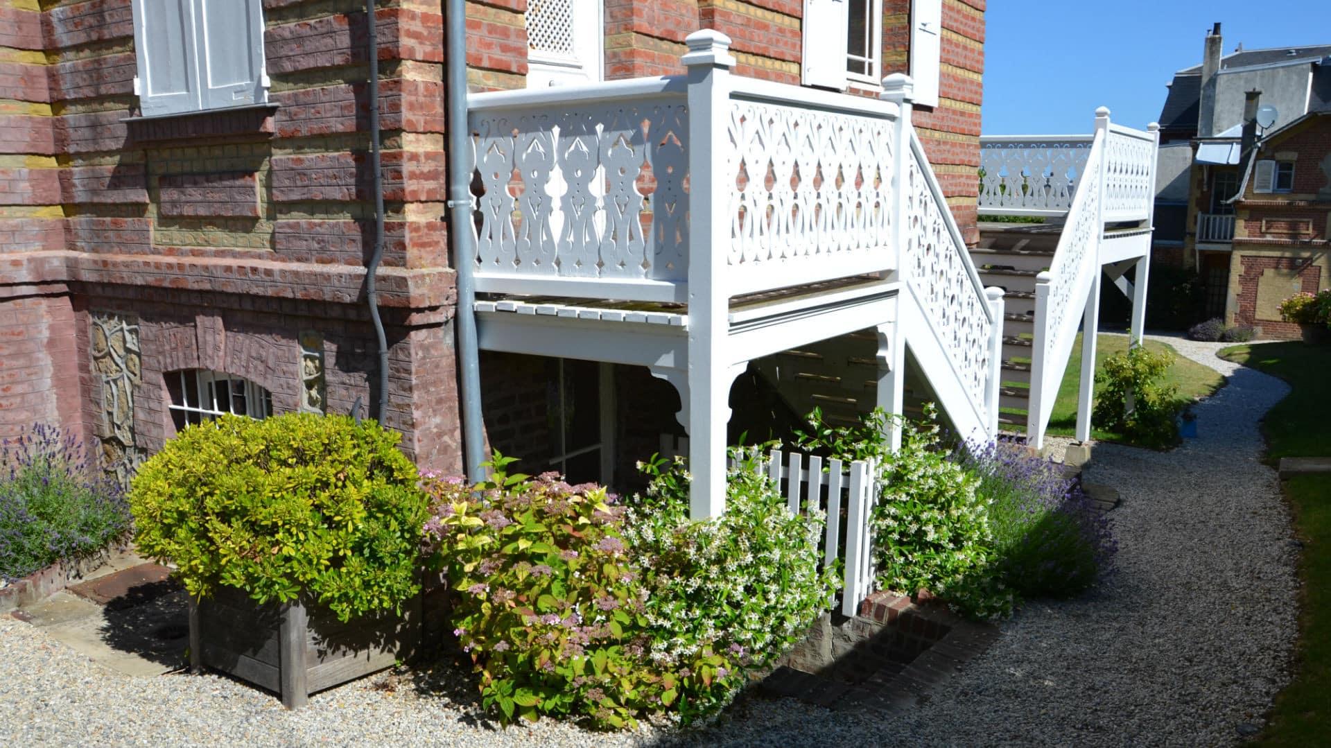 Escalier d'entrée à la maison d'hote La Mascotte